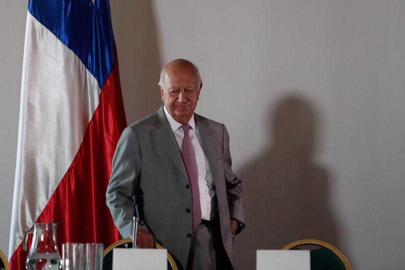"""Lagos presenta su programa de gobierno con guiño a Bachelet: """"El desafío es mejorar las reformas"""""""