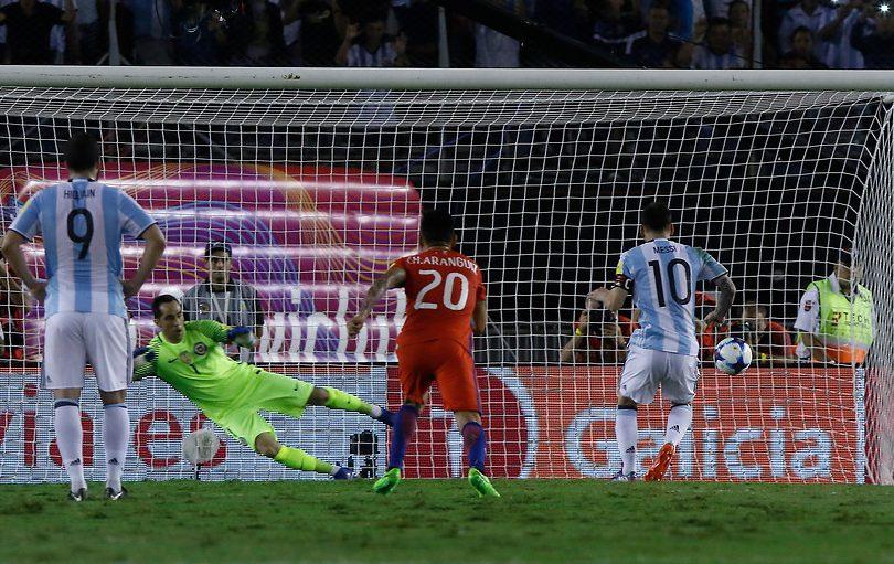 VIDEO | Argentina gana con un penalcito y pidiendo la hora a la Roja de Pizzi