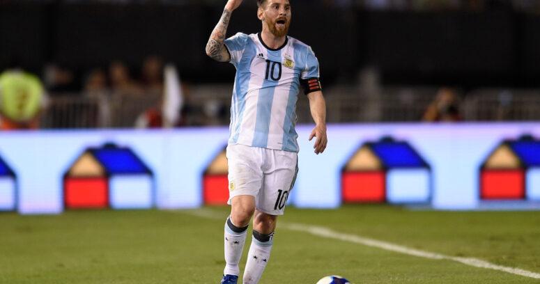 ¿Criterio desigual?: Árbitros no informaron los insultos de Messi en partido contra Chile