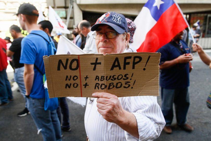 FOTO |El fail de Luis Mesina en la marcha No+AFP que no pasó colado