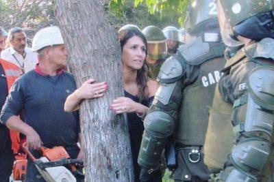 """Nogueira (UDI) dice que alcalde Jadue es """"asesino ambiental"""" por talar árboles para construir jardín infantil"""