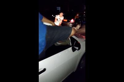VIDEO |Pasajera registra uno de los ataques más violentos de taxista a un Uber en Mall Plaza Vespucio