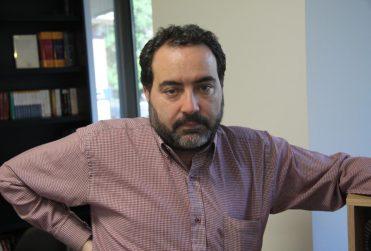 """Rafael Gumucio """"sale del clóset"""" y sincera quién es su candidato presidencial (y no es ME-O)"""