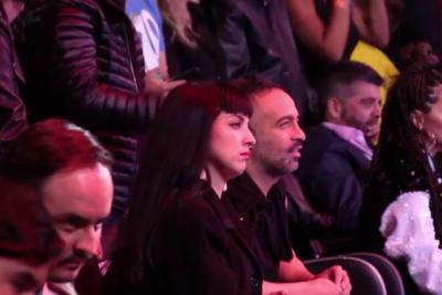 VIDEO | Cámaras captaron a Mon Laferte pasándolo pésimo durante el show de Maluma y TNT lo mostró al mundo