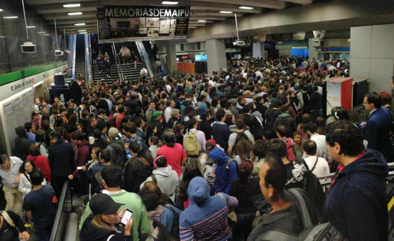 FOTOS | Metro con problemas en hora punta: Línea 5 redujo su frecuencia