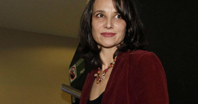 El llamado de antención de Aline Kuppenheim a los que lloran a los artistas chilenos cuando mueren