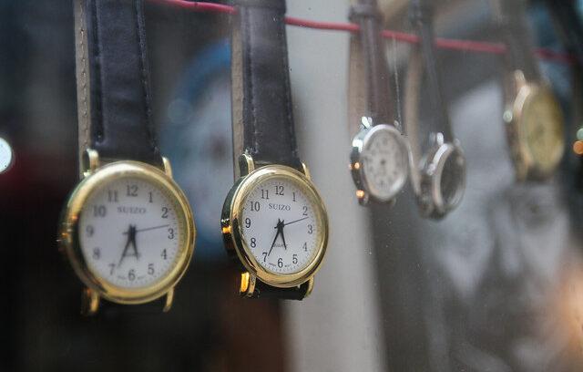 """""""Cambio de hora: cómo ajustar celulares y dispositivos sin morir en el intento"""""""
