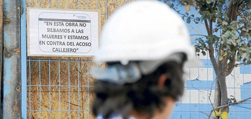 Constructora chilena prohíbe a sus trabajadores lanzar piropos