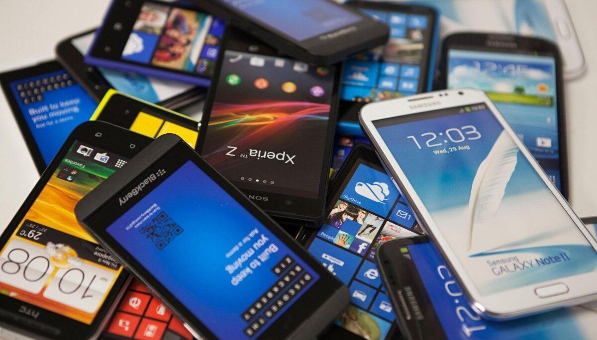 Tienda ofrece remate de más de mil celulares