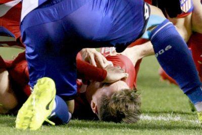 VIDEO   Conmoción en el fútbol mundial por impactante lesión de Fernando Torres en España