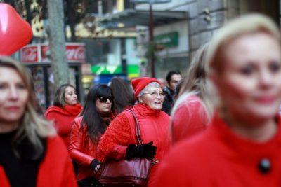 Mujer chilena en el sistema financiero: gana menos y es mejor pagadora
