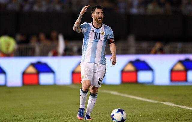 """""""FIFA sanciona con cuatro partidos a Lionel Messi por insultos a juez de línea"""""""