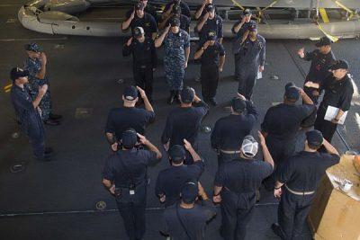 No sólo en Chile: Marina de EE.UU. investiga a soldados por difundir imágenes de compañeras desnudas