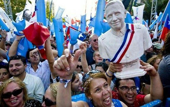 """Relatos de tres seguidores de Piñera que gritaron """"Viva Chile y Pinochet"""" en su acto de campaña"""