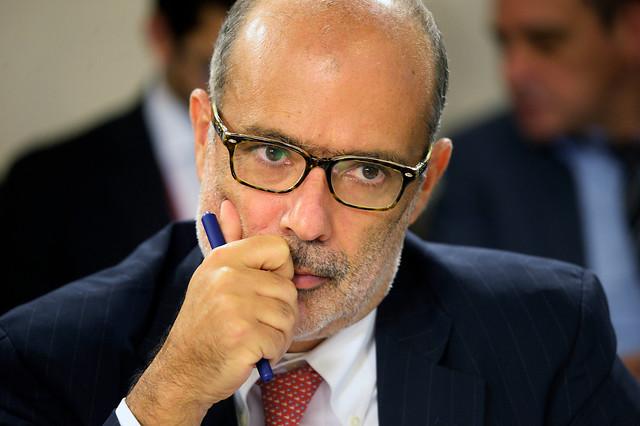 """Ministro de Hacienda a empresarios de estacionamientos por tarifas: """"Se subieron por el chorro"""""""