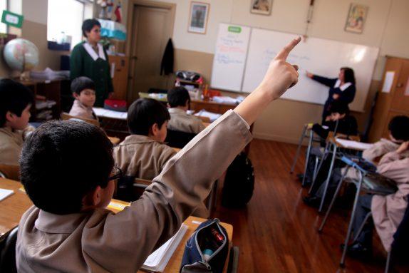 NACIONAL - EDUCACION - SALA DE CLASES - ALUMNOS - PROFESORA