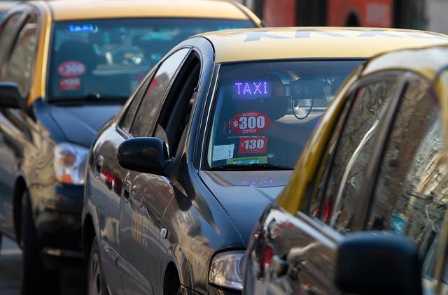 Taxistas inician paro nacional para protestar contra Uber y Cabify