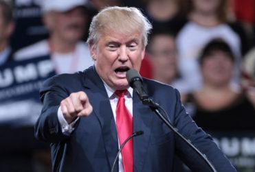 """Esto ya lo escuchamos en Chile: Trump dice que """"he hecho más que cualquier otro en primeros 100 días"""""""