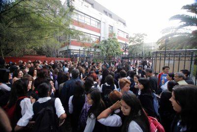 Liceo Carmela Carvajal acusa abandono de Providencia: no hay tinta para imprimir pruebas
