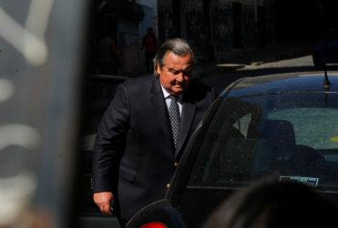 VIDEO | Ignacio Urrutia y Gustavo Hasbún (UDI) visitan a ex alcalde Labbé, detenido en causa de DD.HH.