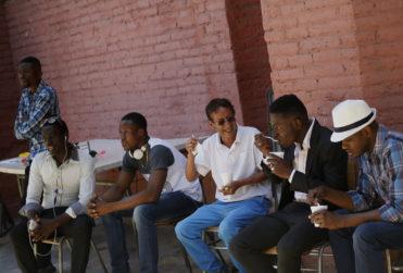"""Dueño de piezas donde haitianos viven hacinados rompe el silencio: """"La cuestión se desbandó"""""""