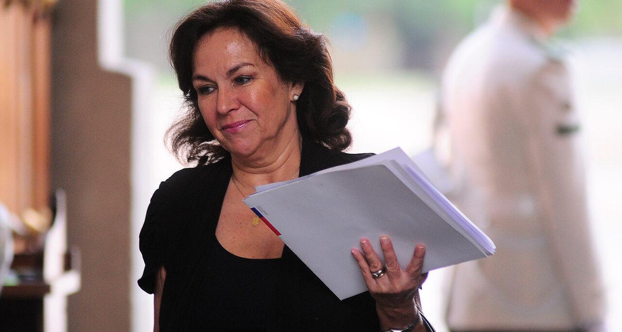 """Ex ministra del Trabajo emplaza a Monckeberg a ser """"serio y responsable"""""""