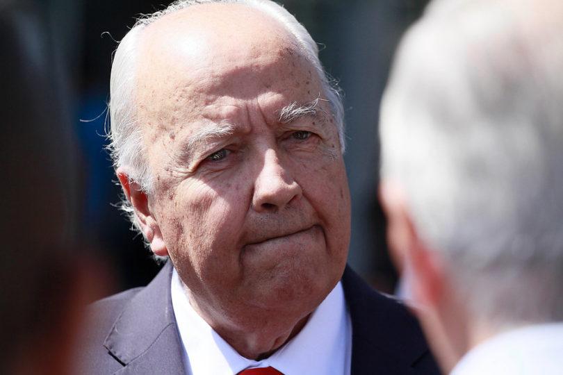 """""""Por qué Bachelet no se ha casado"""": ex almirante Arancibia se hizo el gracioso y salió trasquilado"""