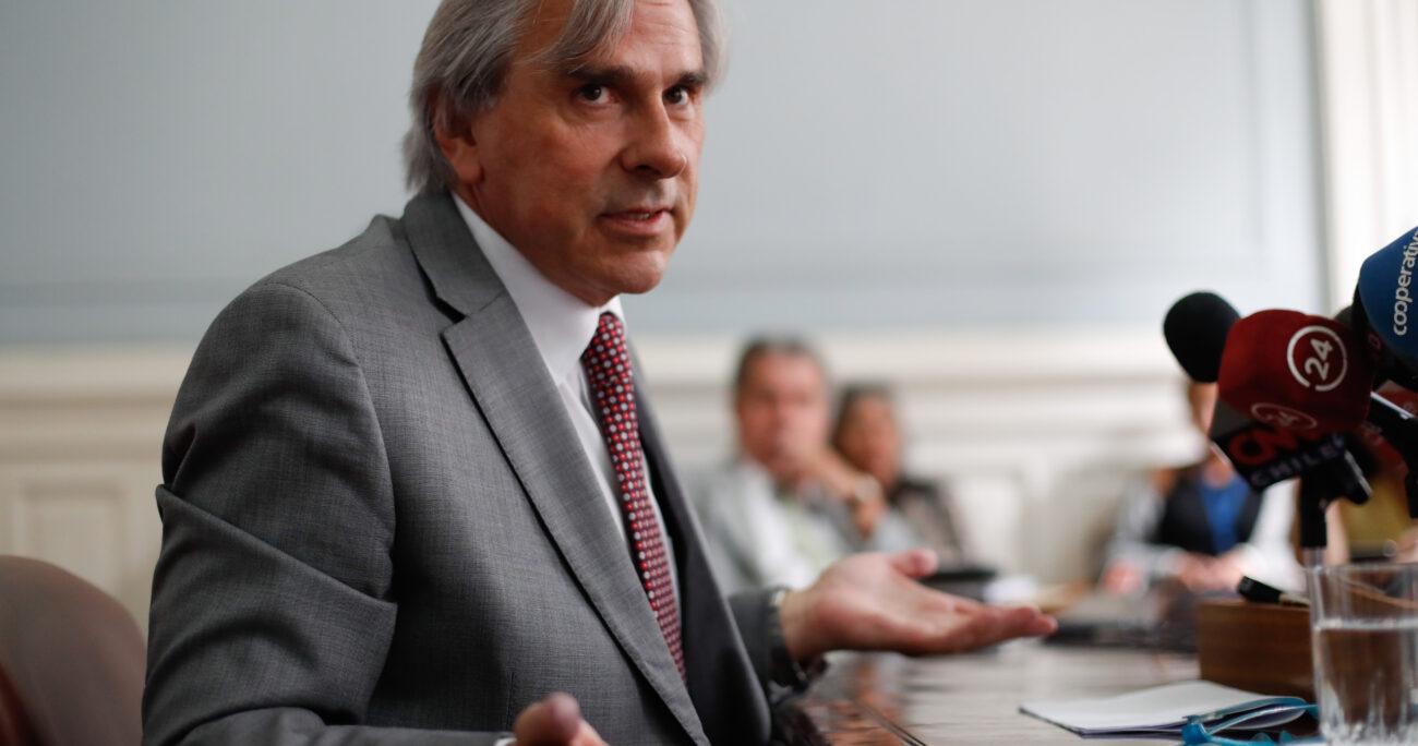 """""""Los que rechazan homenaje se dan codazos para salir en El Mercurio"""""""