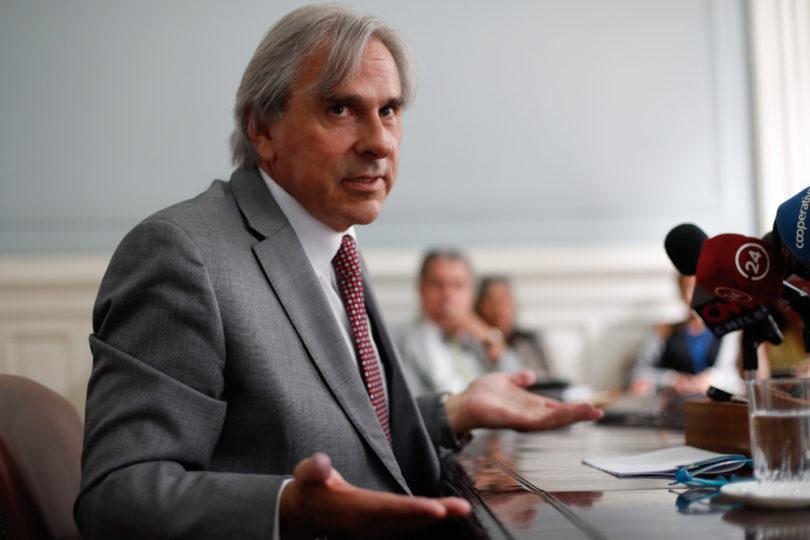 """Iván Moreira, senador y vidente: """"Pronto Chile tendrá un presidente evangélico"""""""
