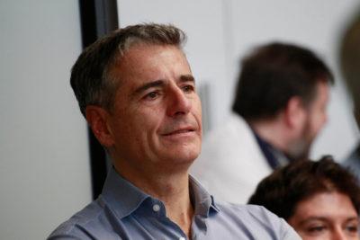 """Andrés Velasco agradece a las """"45 mil personas que depositaron su confianza"""" tras su derrota electoral"""