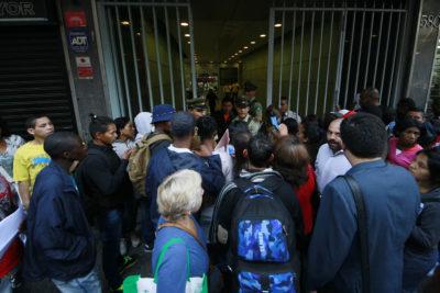 Española en Chile denuncia cruel episodio de burlas contra negros y embarazadas en Extranjería