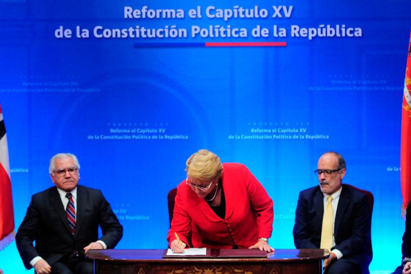 """Presidenta Bachelet presenta proyecto que permite """"reformar y crear una nueva Constitución"""""""