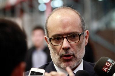 Ni un peso más a las AFP: Ministro Valdés confirmó que no administrarán el 5% de cotización adicional