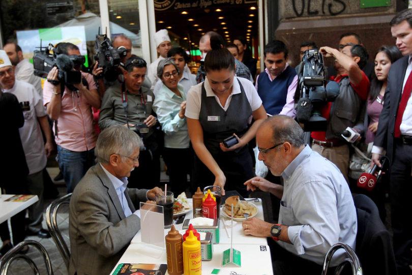 """Bachelet y funa a Valdés: """"Hay maneras de dialogar, pero no con insultos ni agresiones"""""""