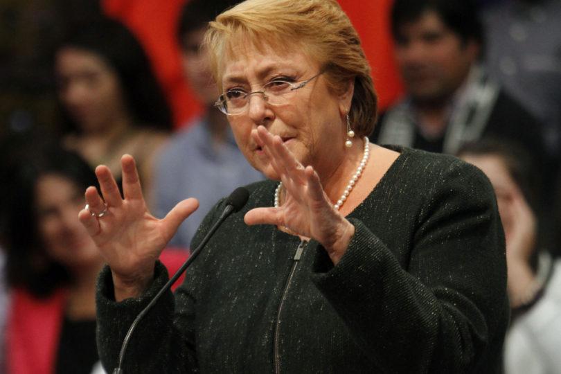 """Bachelet pide aprobar reforma educacional y """"no frustrar las esperanzas de los jóvenes"""""""
