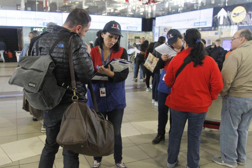 FOTOS | Así se realiza el censo a pasajeros en el Aeropuerto Internacional de Santiago