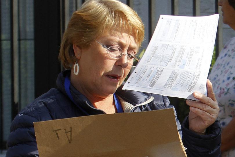 """Bachelet agradece a vecinos que censó y afirma que han sido """"muy cariñosos y colaboradores"""""""