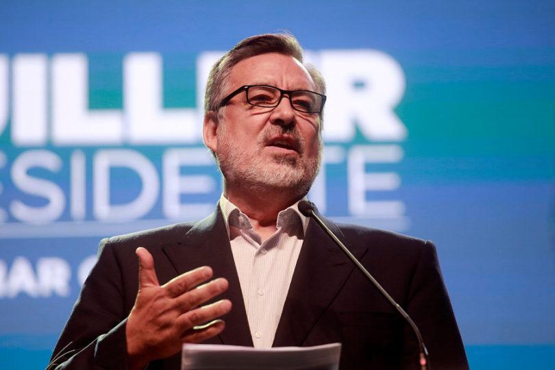 """Guillier es proclamado por PS: """"Chile no se merece un gobierno bursátil encabezado por Piñera"""""""