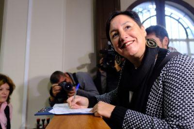 Beatriz Sánchez llega al Servel a entregar 10 mil firmas reunidas para inscribir a RD en primarias legales