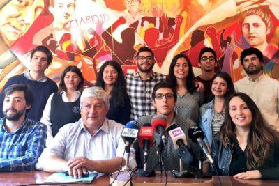 """Confech pide rechazar reforma educacional esta tarde y la califica de """"debilucha"""""""