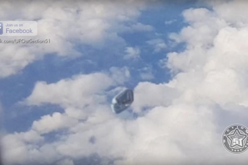 VIDEO | Captan extraña nave desde avión que sobrevolaba España
