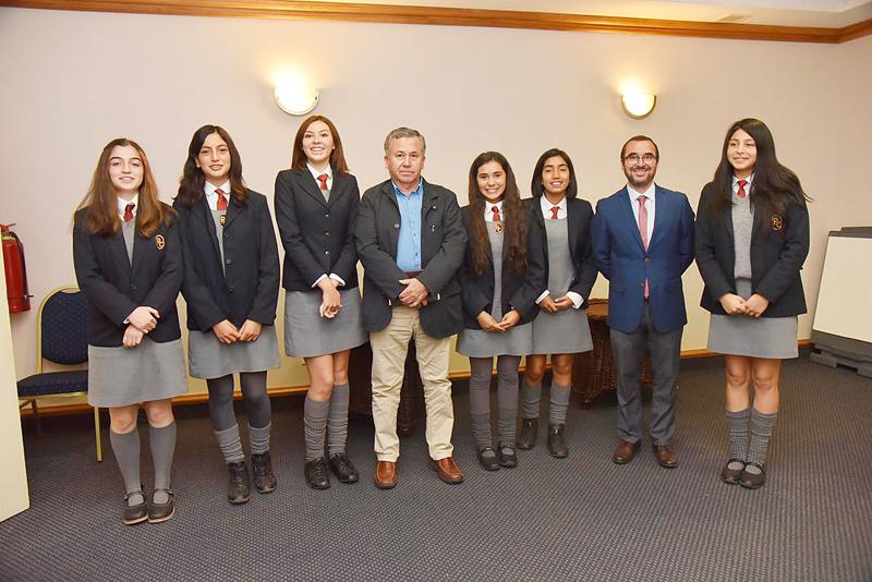 Cerca de 80 escolares de Concón se beneficiarán de programa de innovación y emprendimiento