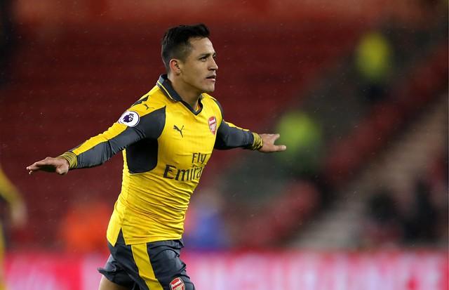 FOTOS + VIDEO |La rabia de Alexis Sánchez con sus compañeros y el gol que llevó al Arsenal a la final de la FA Cup