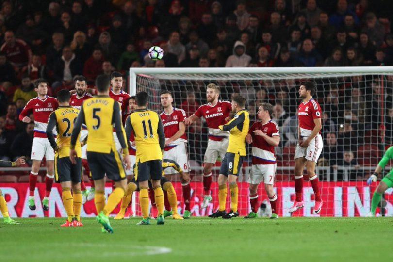 VIDEOS | Alexis volvió al gol en Inglaterra y celebró victoria de Arsenal con pequeño hincha