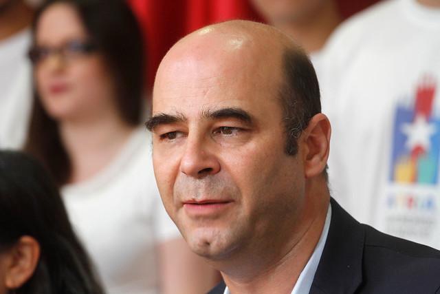 Fernando Atria se suma a Insulza: baja su candidatura tras decisión del PS de no realizar consulta