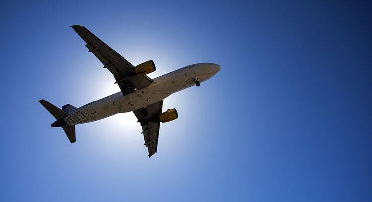 """""""Cuál es el asiento más seguro al interior de un avión, según expertos"""""""