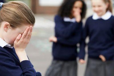 Justicia ordena destruir anuario por insultos a alumna de cuarto medio en La Florida
