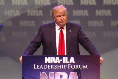 """Donald Trump se reúne con NRA: """"Nunca interferiré con el derecho del pueblo a portar armas"""""""