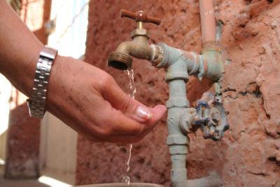 Escasez hídrica en La Ligua tiene a 5 mil personas que dependen de un camión aljibe