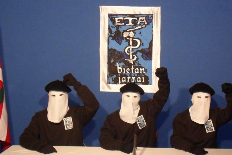 """""""Somos una organización desarmada"""": ETA se desmoviliza y anuncia la entrega todo su arsenal"""